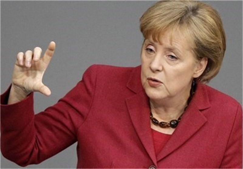 مرکل: آلمان خواستار باقی ماندن یونان در منطقه یورو است