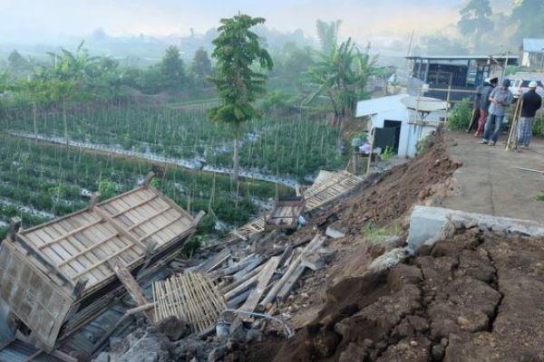 وقوع زمین لرزه 6.3 ریشتری در اندونزی و زلزله 8.2 ریشتری در فیجی