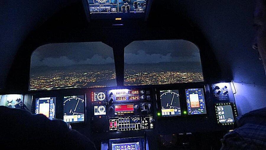 فرود اضطراری هواپیما پس از ریختن قهوه روی صفحه کنترل کابین خلبان