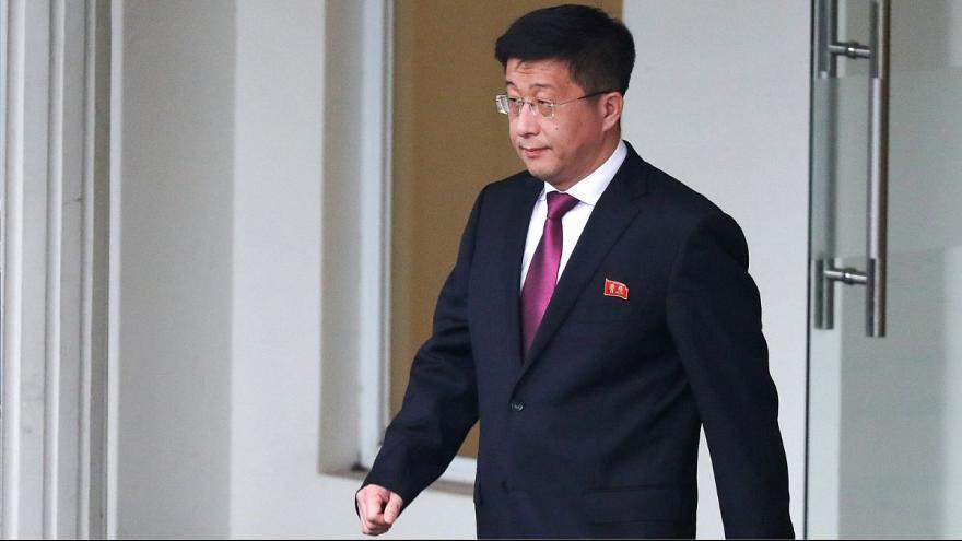 کره شمالی مذاکره کننده ارشد اتمی خود را اعدام کرد ، کیم یونگ چول، دست راست رهبر کره شمالی نیز به اردوگاه کار اجباری فرستاده شد