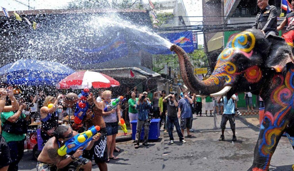 در جشن آب تایلند (Songkran) چه می گذرد؟