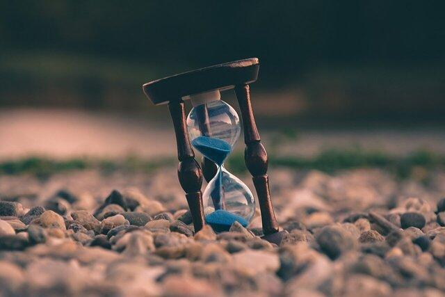 تاثیر سن بر تفاوت گذر زمان در دوران خانه نشینی