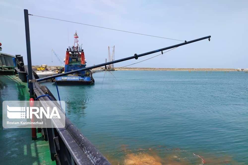 خبرنگاران تمرین مقابله با آلودگی نفتی دریا در بندر چابهار برگزار گردید