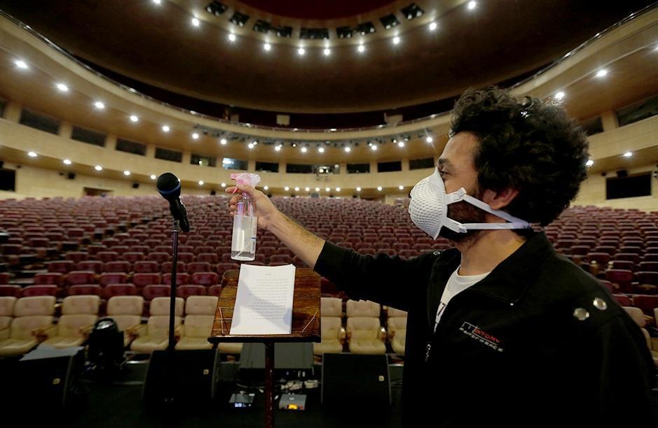 بزک دوزک کرونا در صحنه کنسرت خوانندگان مشهور ، دوستی کووید 19 و اهالی موسیقی با مجوز دولت