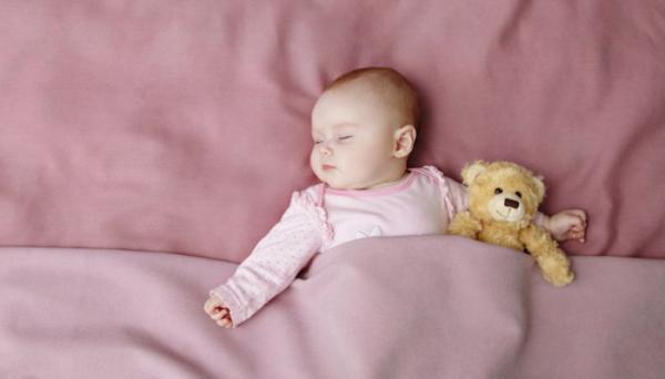 زمان مناسب تنها خوابیدن کودک؛ از بدو تولد یا پس از شش ماهگی؟