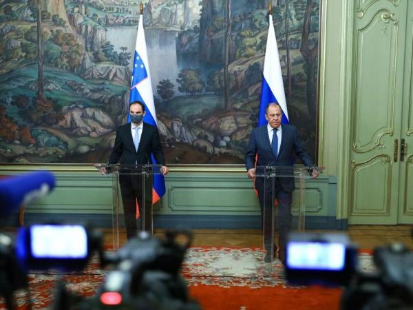 روسیه دست دوستی دراز کرد