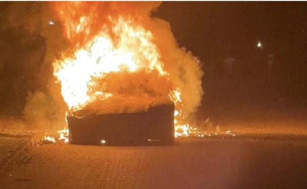 خودروی نو تسلا آتش گرفت