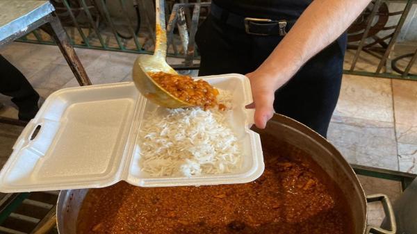 طبخ و توزیع 7 هزار پرس غذا در بین نیازمندان