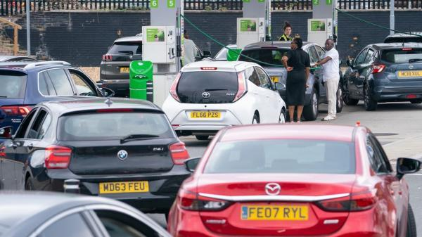 تشدید بحران سوخت در انگلیس،ذخایر دو سوم پمپ بنزین ها خشک شد